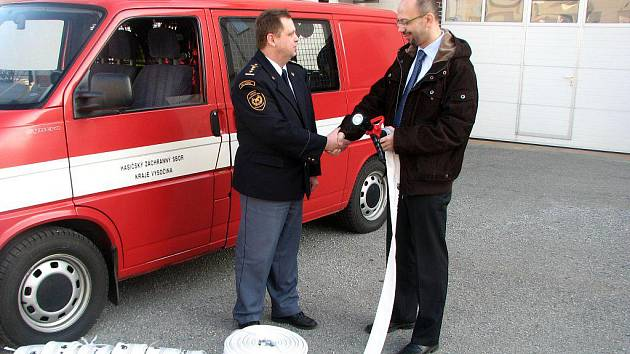 Nové hadice a proudnice má ve výbavě od středy jednotka profesionálních hasičů v Třebíči.