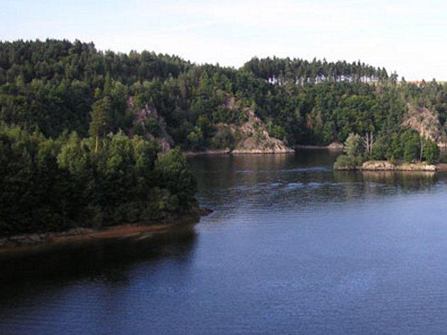 Na Dalešické přehradě zahájila na počátku víkendu provoz nová loď.