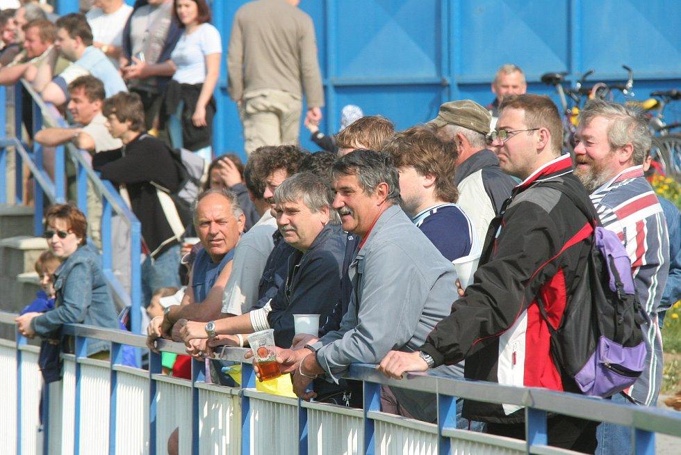 Na fotbal se v neděli 29. dubna 2007 dopoledne přišlo podívat více než dvě stě padesát diváků