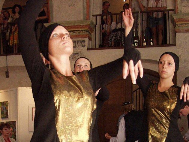 Jedna z jeho stěžejních akcí, festival etnické hudby Třebíčský zvonek, je zrušen.
