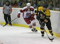 Cenný skalp získali hokejisté Moravských Budějovic (v černožlutém), když ve 20. kole druhé ligy vyhráli na ledě havlíčkobrodských Bruslařů.