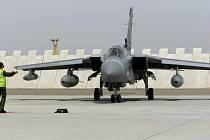 Flying Rhino, letošní nejdůležitější vojenské cvičení u nás a svého druhu vyjimečné i v rámci celé NATO, sice oficiálně začíná až v pondělí, ale už ve čtvrtek dorazily na vojenské letiště v Náměšti první letouny.