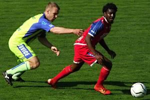 Fotbalisté HFK Třebíč (v červeném), ilustrační foto