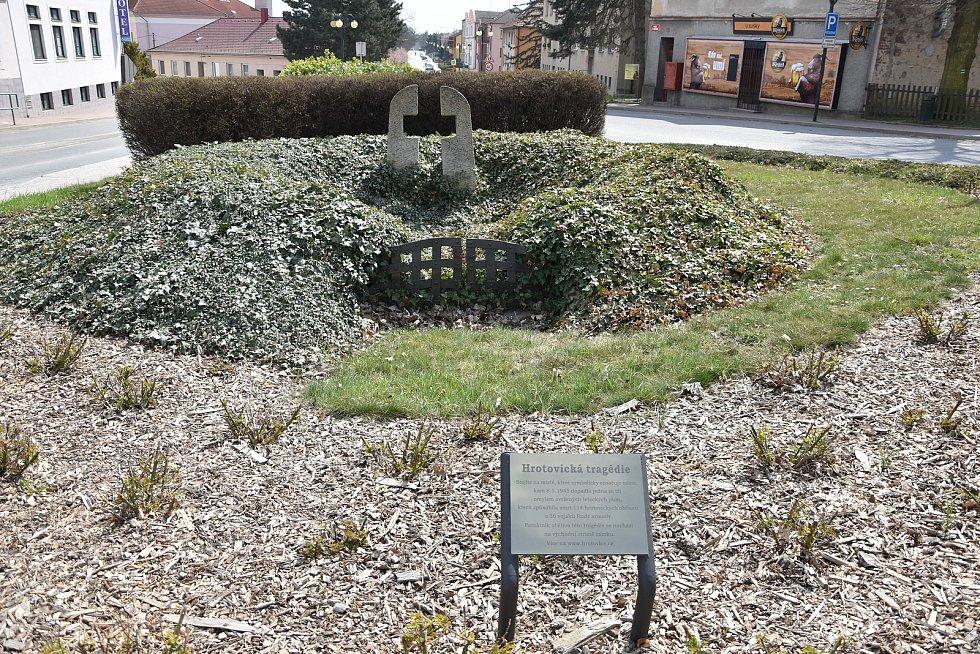 Pomník připomínající hrotovickou tragédii na sklonku 2. světové války.