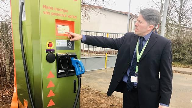 Rychlonabíječka pro elektromobily u Jaderné elektrárny Dukovany.
