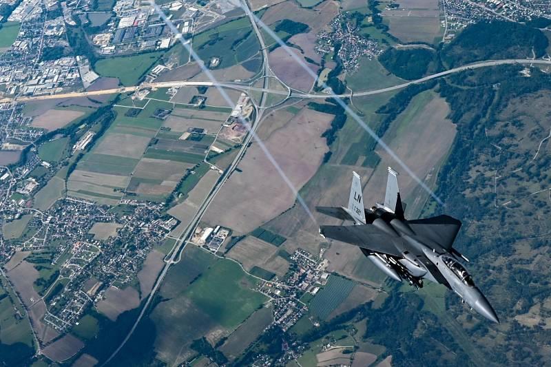 Na kontě mají více než sto úspěšných sestřelů a poprvé vzlétly v roce 1972. Teď jsou letouny F-15E Strike Eagle součástí mezinárodního cvičení Ample Strike, které právě probíhá v Náměšti nad Oslavou.