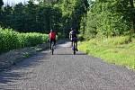 Dráha pro bruslaře, cyklisty či běžkaře u Bažantice a rybníka Zámiš u Třebíče.