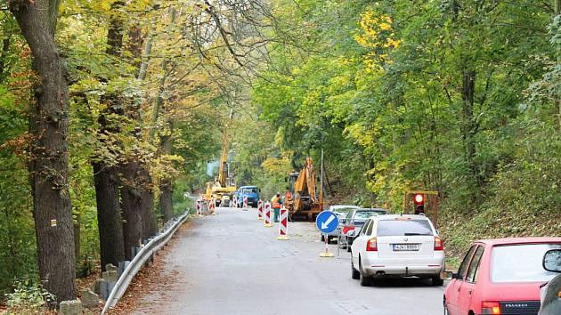 Mezi Okříškami a Přibyslavicemi se bude v následujících asi dvou měsících jezdit jedním pruhem.