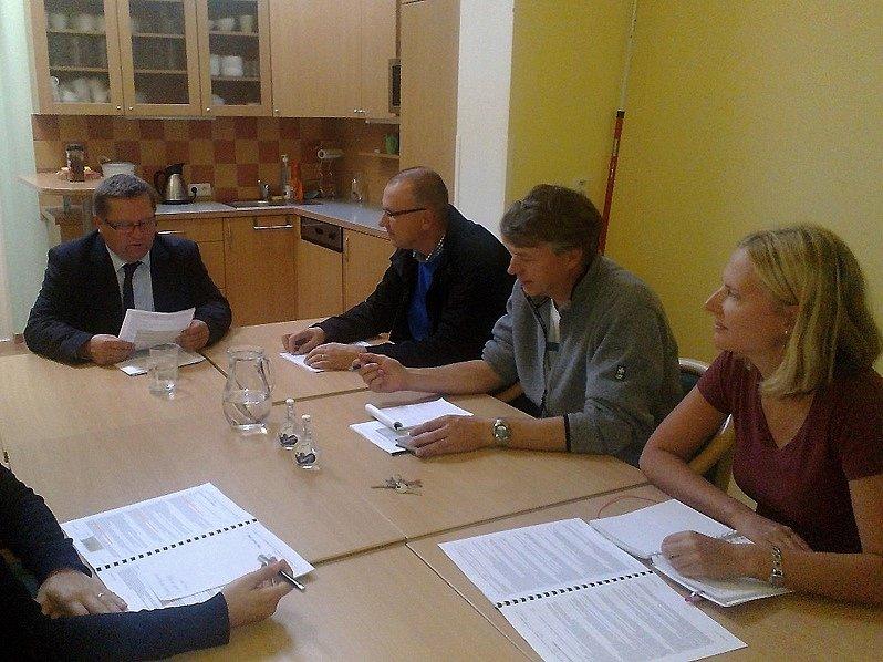 DOHODNUTO. Na setkání předseda Energetického Třebíčska Vítězslav Jonáš dohodl termín vniku studie: prosinec 2013.