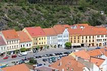 Výhled z ochozu městské věže při kostele sv. Martina v Třebíči.