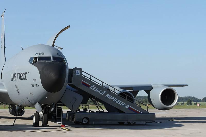Stratotanker K-135, který doplňoval letounům palivo.