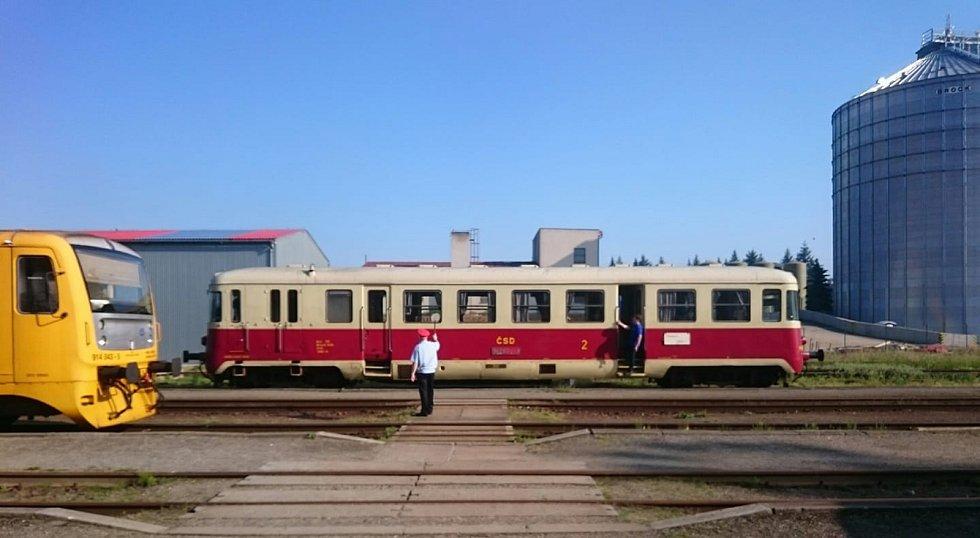 Na Barchan můžete vyrazit vlakem z Moravských Budějovic.