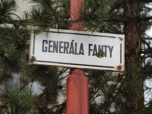 Kriminalisté z oddělení vražd vyjížděli ve středu v noci do ulice Generála Fanty v Třebíči, kde mělo dojít k závažnému násilnému trestnému činu v jednom z rodinných domů.