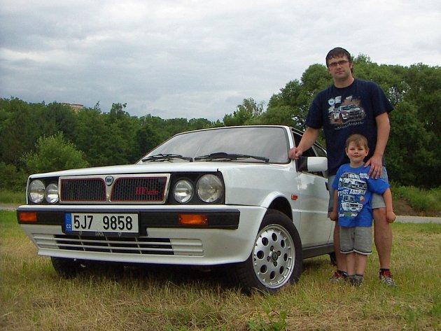 Šťastným majitelem bílé Lancie Delty HF Turbo z roku 1988 je Lukáš Skalka.
