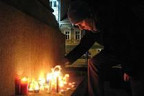 Místem, kam přišli Třebíčané uctít památku Václava Havla, bylo sousoší Cyrila a Metoděje na Karlově náměstí.