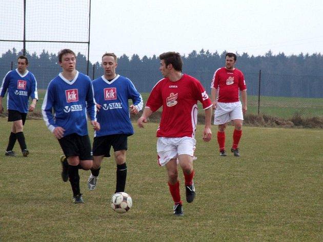 Fotbalisté Starče měli v utkání proti nováčkovi okresního přeboru Valči od 22. minuty výhodu jednoho muže v poli.