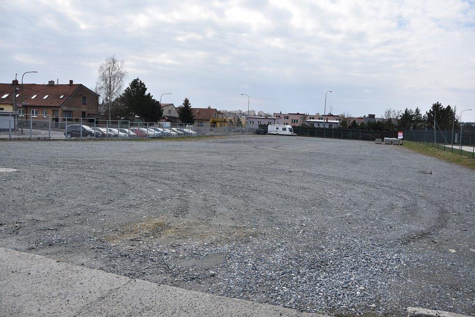 Šedesát míst pro parkování vozidel je od 6. dubna k dispozici u koupaliště Laguna. Ta využijí zejména lidé z ulice Na Svahu.