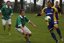 Brejky byly hlavní zbraní fotbalistů Blatnice (u míče), kteří zvítězili v Březníku, kam zavítali v 9. kole okresního přeboru.