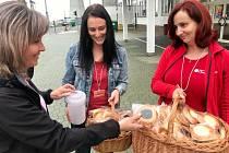 Koláč pro domácí hospic 2021. Zaměstnanci JE Dukovany přispěli dobrovolným finančním příspěvkem za koláček na podporu činnosti hospice