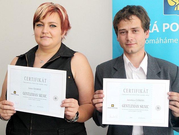 Prvními Gentlamany silnic se na Třebíčsku ve čtvrtek stali strojvůdce Jaroslav Čaněk a vlakvedoucí Lucie Čechová.