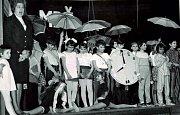 Mezinárodní den žen. Na fotografii jsou děti, které vystoupily při MDŽ v roce 1981.