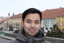 """1. Jmenuje se Thanh Chung Doan, narodil se před šestadvaceti lety v Třebíči, studoval VUT Brno a dnes se mu daří jako programátorovi. """"Mám dost práce i kamarádů. Momentálně se přesouvám do Prahy, takže se soustředím na novou pracovní výzvu. A taky s rodin"""