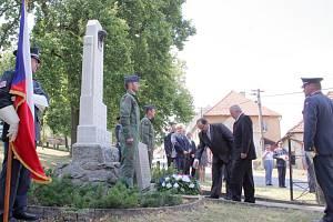 Budišov vzdal čest svému hrdinovi, letci RAF Leonhardu Smrčkovi.