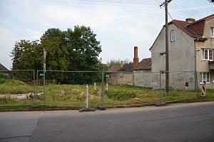 Zde by v budoucnu mohla vzniknout nová ulička s několika parcelami pro rodinné domky