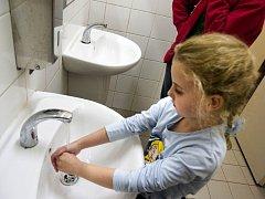 NEJLEPŠÍ PREVENCE. Nemoc špinavých rukou má mnohem menší šanci u každého, kdo dbá na hygienu.