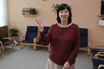 Jindřiška Šmejkalová v klubovně Paprsku nadějě, kde budou setkání skupiny probíhat.