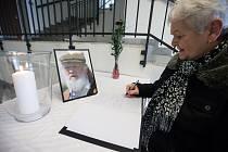 Vzdát úctu zesnulému herci Jiřímu Pechovi mohou zájemci do kondolenční knihy v budově Městského úřadu v Třebíči.