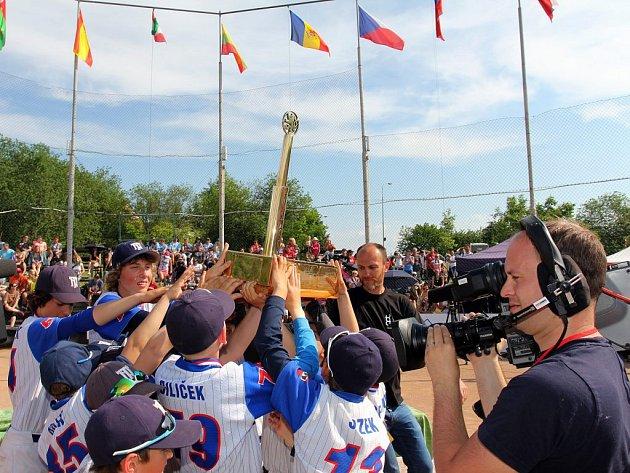 SuperCup, na kterém dominovali mladí baseballisté Třebíč Nuclears, se dostává na televizní obrazovky. Padesátiminutový dokument můžete sledovat v sobotu od 10.35 na ČT Sport.