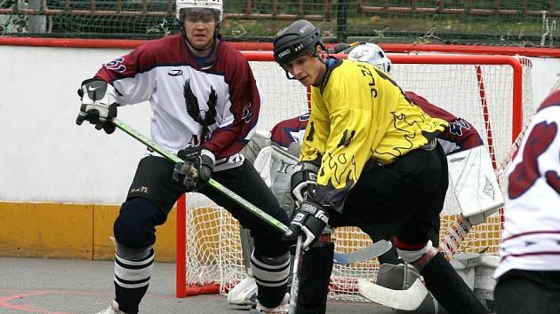 ZÁVĚREČNÝ OBRAT. Hokejbalisté třebíčské Slzy v domácím utkání, které se hrálo v rámci šestého kola druhé národní hokejbalové ligy, po celý zápas přehrávali brněnského protějška, ale zvítězili až po závěrečném obratu.