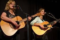 Na Folkovém špízu v sobotu vystoupí Pavlína Jíšová s Adélou Jonášovou.