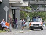 V areálu nemocnice platí od 1. května nové tarify za parkování.