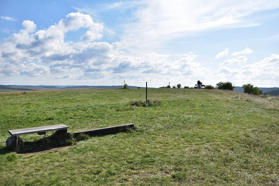 Hned za obcí se nachází národní přírodní rezervace Mohelenská hadcová step. JE unikátní svou faunou i flórou a návštěvníkům nabízí unikátní výhledy