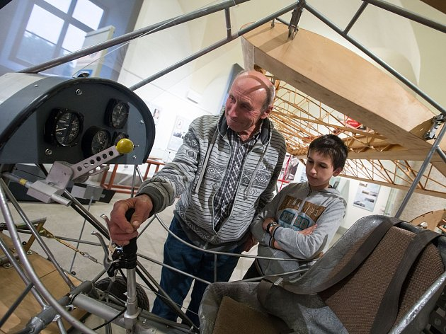 Výstava o historii letectví na Třebíčsku je plná příběhů odvážných