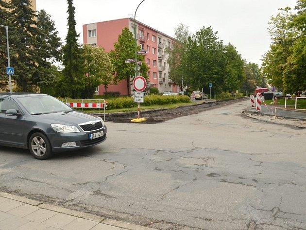 Západní část Družstevní ulice v Třebíči je od pondělí zavřená. Uzavírka potrvá v závislosti na stavebních pracích nejpozději do neděle 29. června.