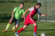 Také fotbalisté Náměšti-Vícenic (v zeleném dresu) mají na přelomu června a července volno.