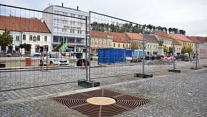 Pokračuje rekonstrukce Karlova náměstí v Třebíči.