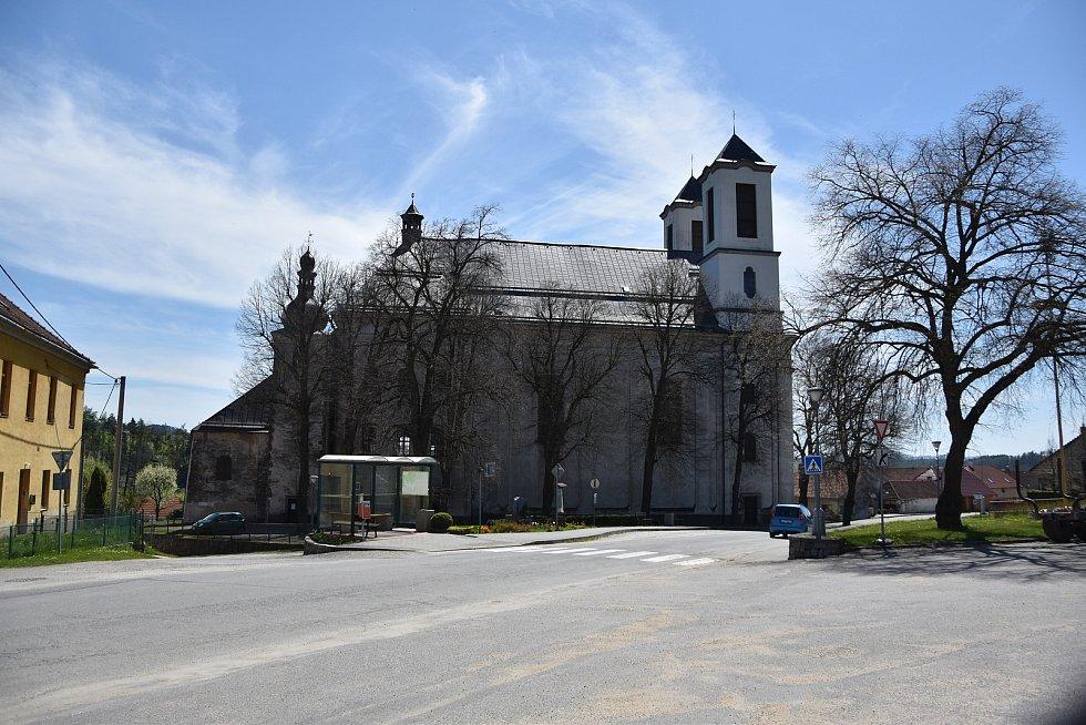 V Přibyslavicích je známé poutní místo. Náves s kostelem svaté Anny a kostelem Narození Panny Marie.