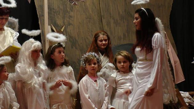 Děti v Náramči opět sehrály betlémský příběh.