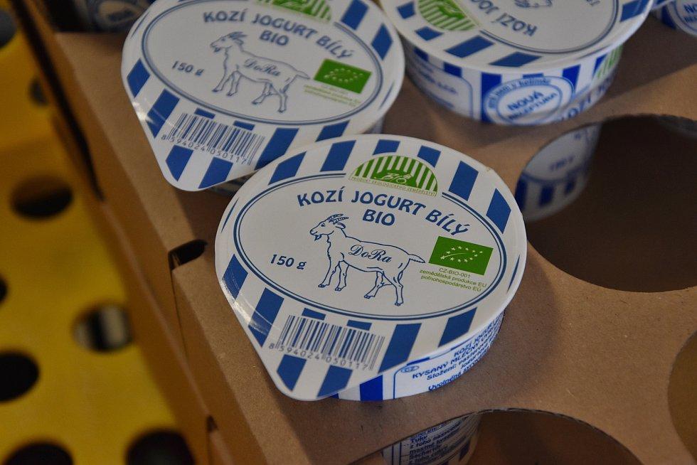 Na farmě mají i vlastní mlékárnu. Vyrábí zde okolo třiceti druhů výrobků.