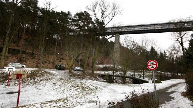 Železniční most přes Libušino údolí v Třebíči.