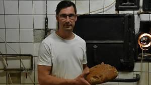 Tomáš Weber obnovil výrobu v rodinné pekárně v Třebíči.