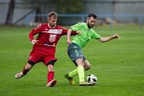 Z fyzické připravenosti fotbalistů Náměšti-Vícenic (v zeleném dresu) byl jejich trenér Petr Kylíšek mladší příjemně překvapený.