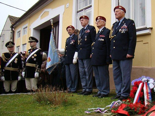 Přes tři stovky lidí zavítalo v sobotu do Hroznatína, aby uctili památku tamějšího rodáka, armádního generála a československého prezidenta Ludvíka Svobody.