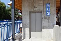 Výtahy na třebíčském vlakovém nádraží mohou začít jezdit.