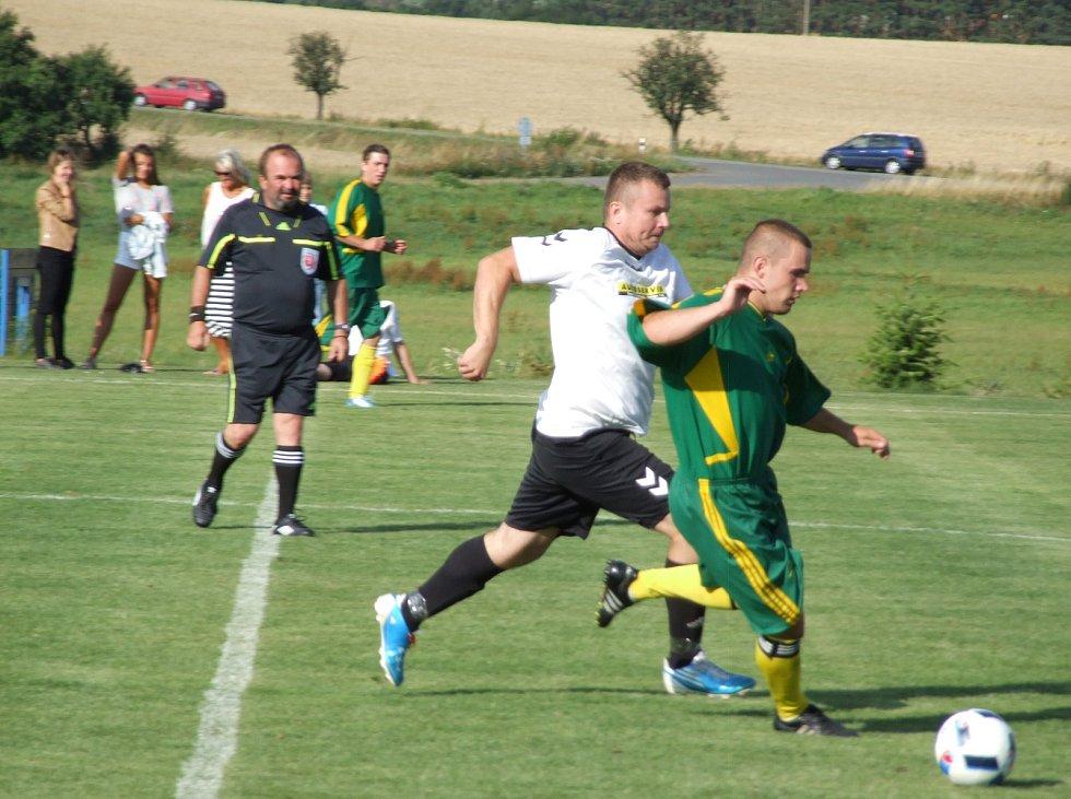 Šebkovice (v zeleném) v prvním přípravném utkání Rokytnici vůbec nešetřily a nováčkovi I. B třídy nastřílely devět branek.