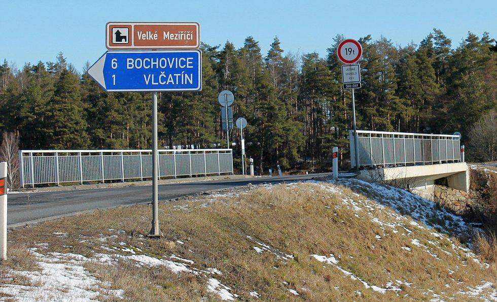 Most nad nádražím u Rudíkova.